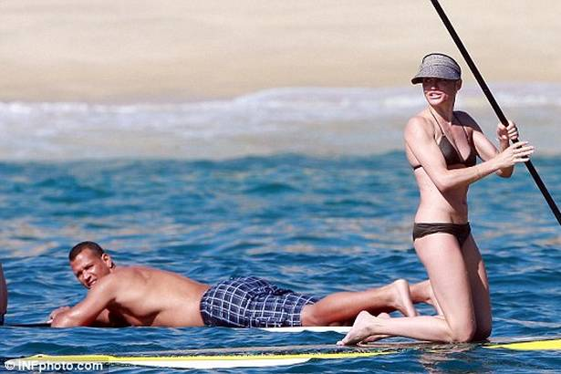 cameron-diaz-stand-up-paddle