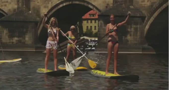 Roxy Europe présente de jolies filles qui font du Sup