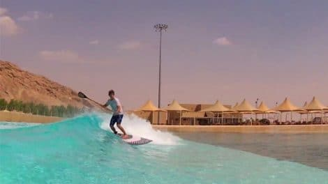 Pratiquer le stand up paddle en plein desert, c'est possible !