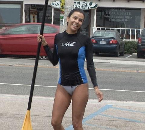 Eva Longoria fait du Stand Up Paddle en bikini
