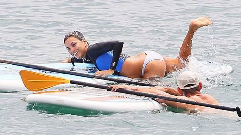 Eva Longoria fait du Stand Up Paddle en bikini !