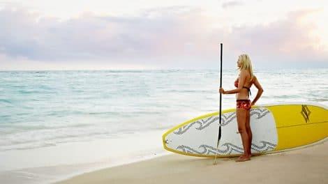 Session Sup dans les vagues de Maui avec Suzie Cooney