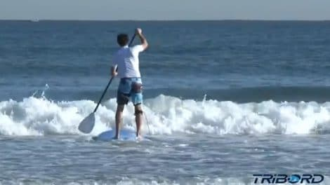 Passer la barre de vagues en stand up paddle