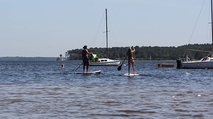 Stand Up Paddle Academy au bord du lac Moutchic de Lacanau