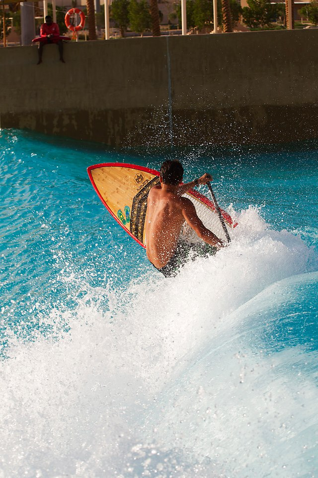 Surfer une vague artificielle en plein désert : Abu Dhabi All Stars