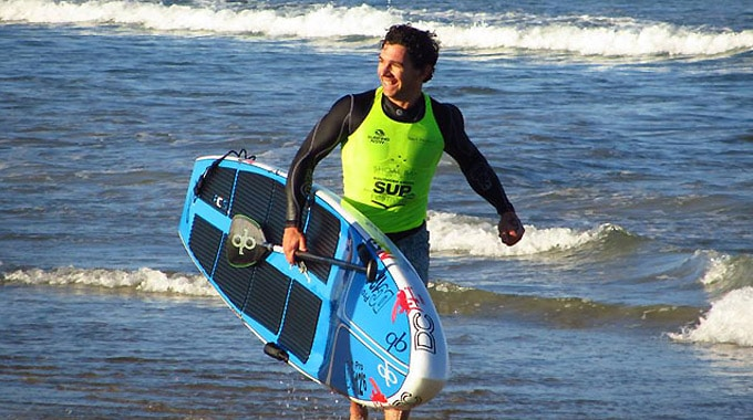 Travis Grant chez NSP en stand up paddle beach race