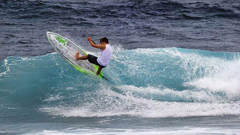 Benoit Carpentier à la recherche de la bonne vague