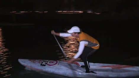 Stand up paddle de nuit à Auckland