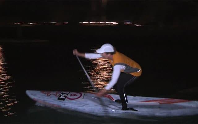 Stand up paddle de nuit à Auckland