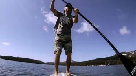 Gerry Lopez entre yoga et stand up paddle!