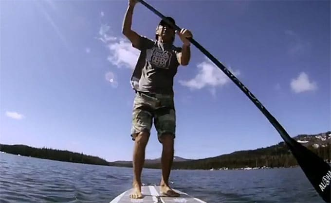Gerry Lopez entre yoga et stand up paddle!