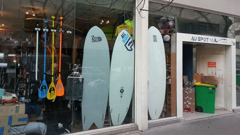 "Stand up paddle shop sur Paris ""Au spot"""