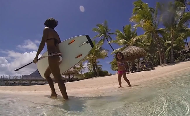 Kiara Goold, 3 ans et rideuse en stand up paddle?