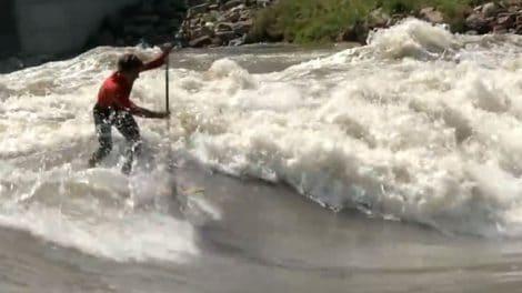 Kai Lenny fait du stand up paddle en rivière !