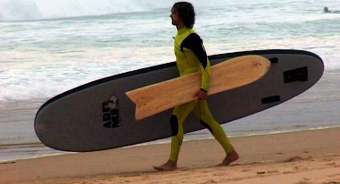 Fred Compagnon combine le stand up paddle avec l'alaia