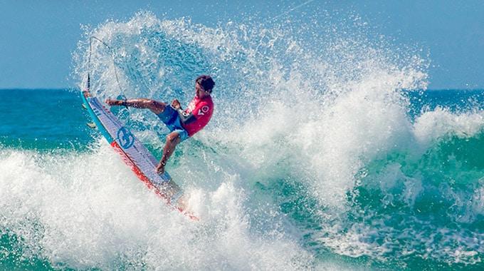 Poenaiki Raioha à la deuxième place d'Huntington Beach