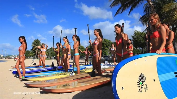 Les candidates de Miss Hawaï en stand up paddle