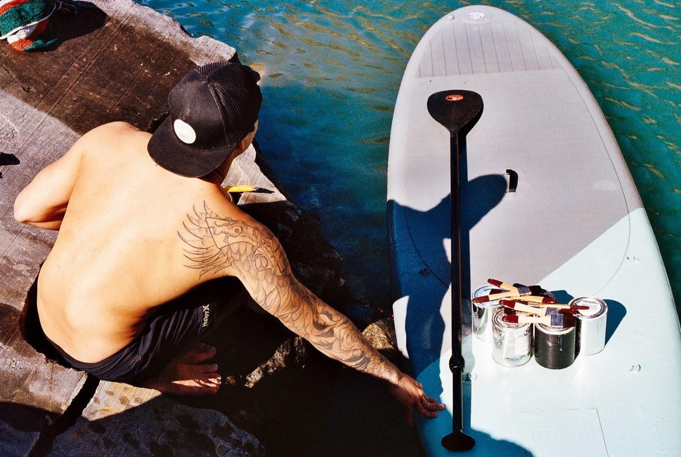 L'artiste Sean Yoro fait de la peinture murale sur son sup
