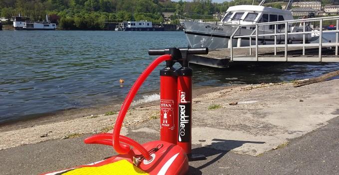 Nous avons testé la pompe stand up paddle Red Paddle Titan