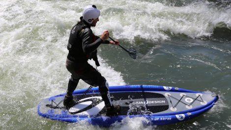 Stand up paddle surf sur vague statique dans le Lot