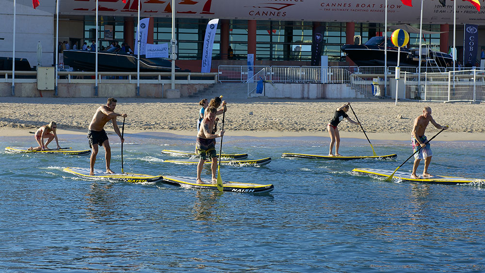 La Festival Sup Night, une course de stand-up paddle de nuit