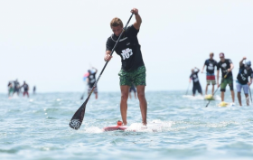Arthur Arutkin au pied du podium stand up paddle race au Japon