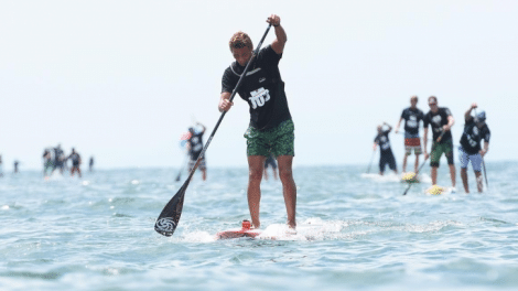 Arthur Arutkin au pied du podium stand up paddle race au Japon