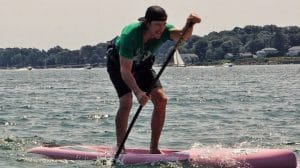 Ramer efficacement face au vent en stand up paddle