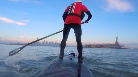 Balade en stand up paddle à New York avec Dariusz Garko