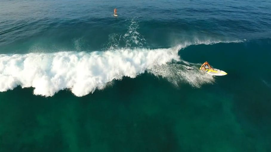 Stand up paddle surfing in Hawaï paradise