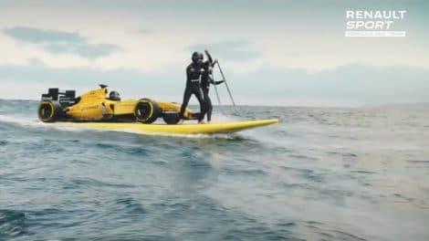 Renault met une Formule 1 sur un stand up paddle !
