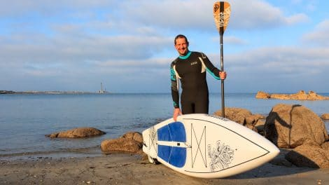 Rémi Belan fait le tour du Cotentin en stand up paddle