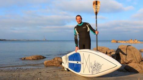 Rémi Belan fait le tour du Cotentin en stand up paddle