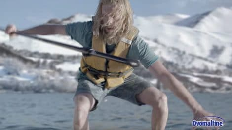 Spot Tv Ovomaltine allemand avec du stand up paddle