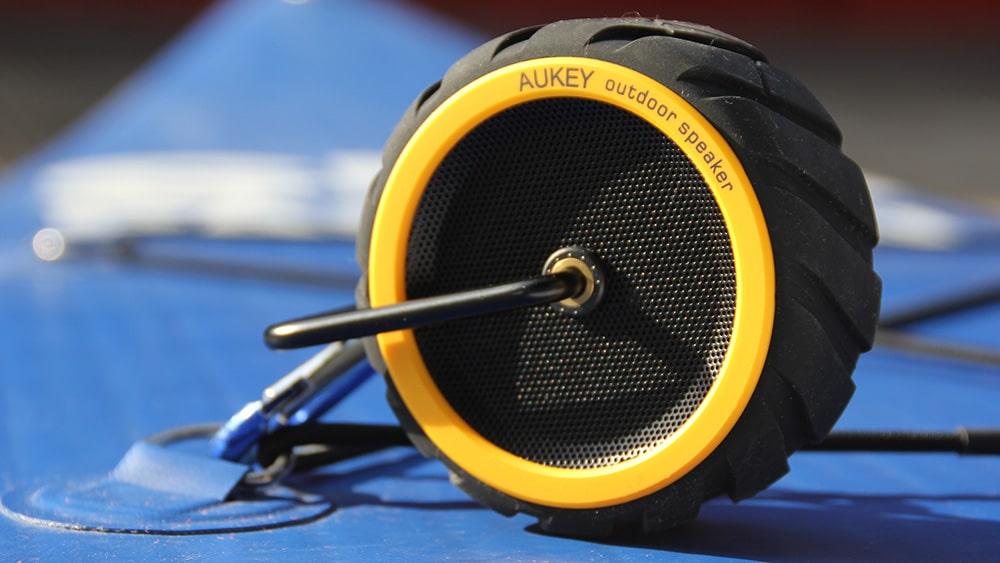 Ecouter de la musique en ramant avec l'enceinte bluetooth Aukey SK-M4