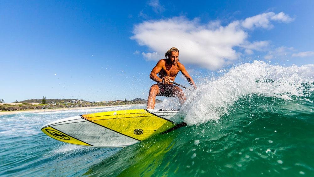 Dimitri Georges découvre les vagues australiennes en stand up paddle