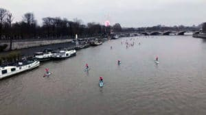 La traversée de Paris en stand up paddle avec Traverseine