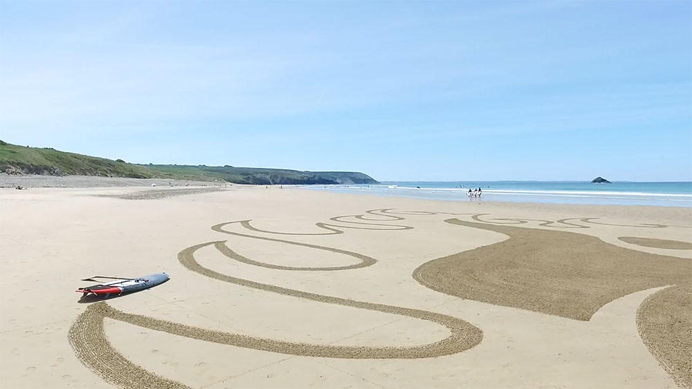 Sand art de Mat Lemaitre en hommage à Gong
