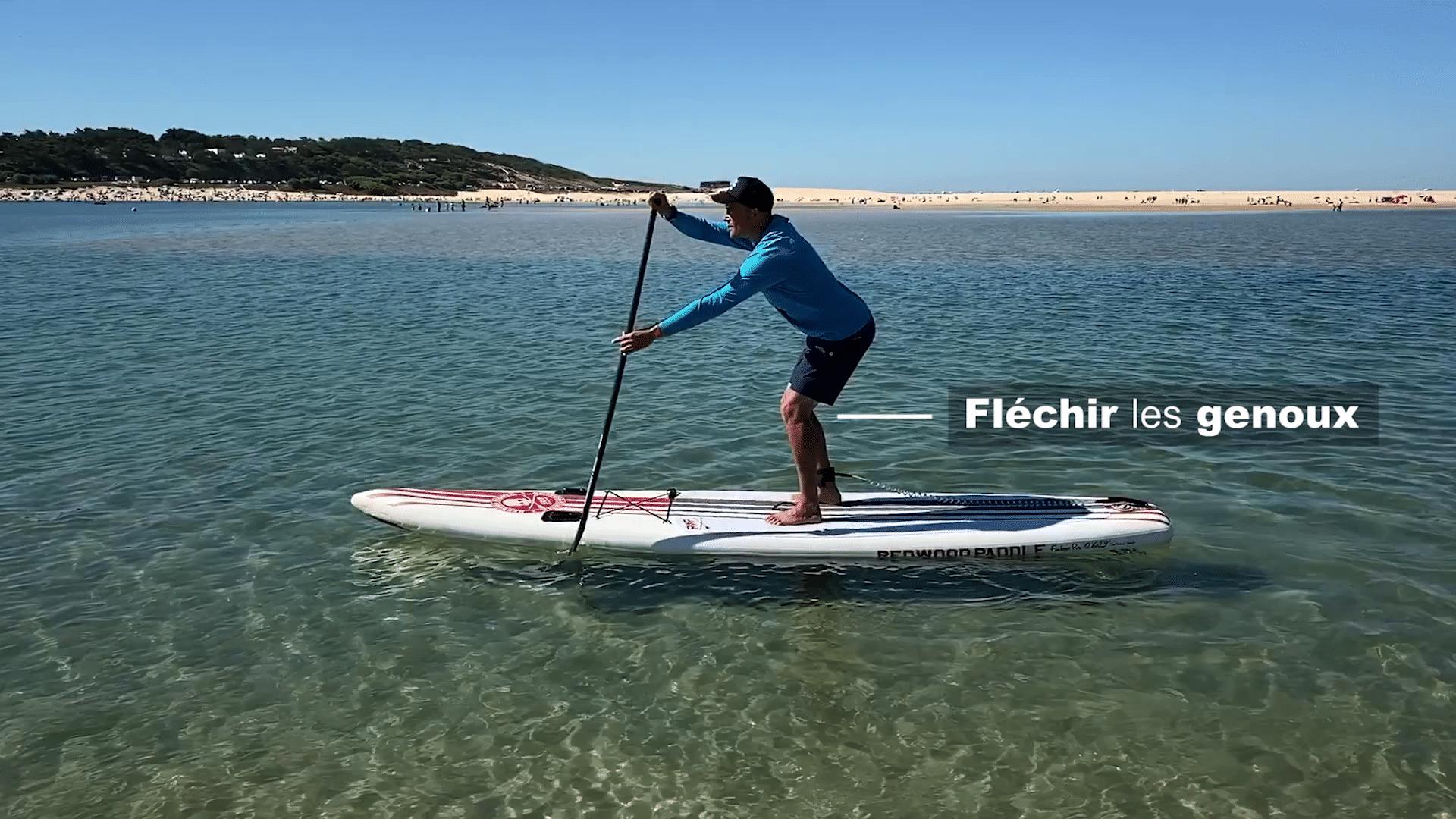 Fléchir les genoux en stand up paddle