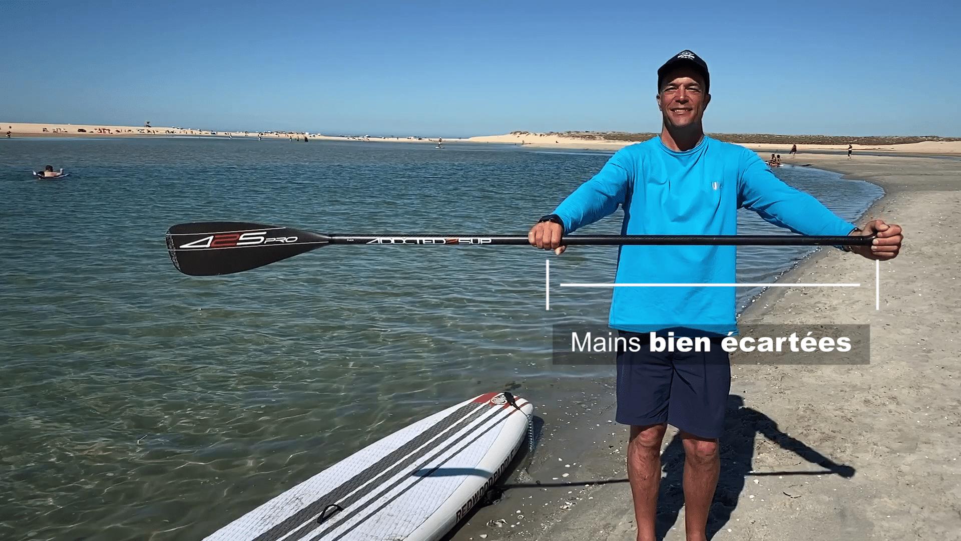 mains bien écartées en stand up paddle