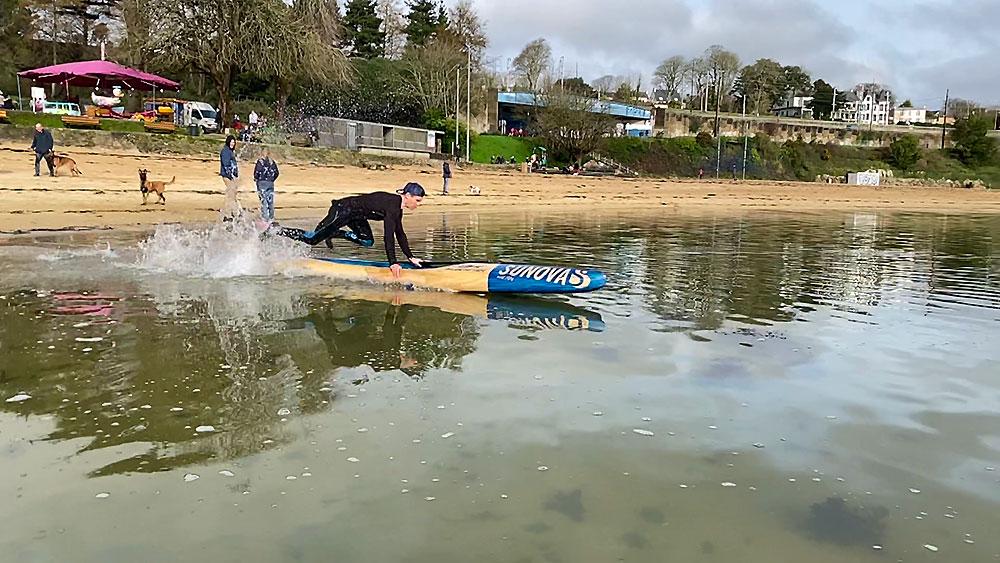 Beach Start stand up paddle race, tenir sa planche ...
